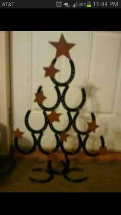 Si tienes cerca una cuadra, siempre puedes utilizar las herraduras. Horseshoe xmas tree!