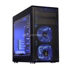 Lian Li PC-V600FX Midi-Tower Window-Edition - all black. Ein Lochgitter bildet hierbei die Front und wird lediglich von zwei 5,25-Zoll-Laufwerksblenden unterbrochen. Die obere verfügt dabei über einen Klappmechanismus, um das dahinter befindliche optische Laufwerk zu verbergen und damit die edle Optik zu erhalten. Zum hervorragenden visuellen Eindruck tragen neben der ungewöhnlichen Struktur die Beleuchtung der Frontlüfter, das Fenster, der schwarze Innenraum sowie die Materialwahl und...