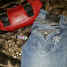 "Miss Me  Bootcut/Bling Flap pocket Proceeds go to a family left destitute after a felllow poshers exhusband commited fraud and fled.    MissMe size 27 "" Waist 33"" Inseam, Gorgeous and great condition! Miss Me Jeans Boot Cut"