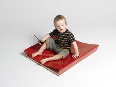 """Wickelkommode """"kakadu"""" Floor Chair, Planer, Flooring, Form, Furniture, Home Decor, Cockatoo, Baby Changing Tables, Mom And Dad"""