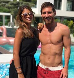 lionel messi and antonella roccuzzo expecting third child Messi Team, Messi Logo, Messi Vs, Football Players Images, Soccer Players, Soccer Guys, Messi Argentina 2018, Messi And Wife, Lionel Messi Biography
