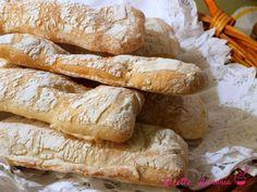 Pane ciabatta fatto in casa - Ricette in Armonia Pane ciabatta fatto in casa Ciabatta, Sweet And Salty, Bread Recipes, Latte, Pizza, Biscotti, Breads, Cooking Recipes, Bread Baking