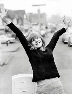 Look at the smile of our mademoiselle Faithfull. Your Smile, Make Me Smile, Rock And Roll Girl, Marianne Faithfull, Swinging London, Butterfly Photos, People Dancing, Thing 1, 1960s Fashion