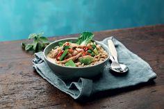 Maukas thaimaalainen broileripata, jossa maistuvat kookosmaito, kaffirlime, inkivääri ja korianteri.