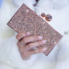 ✨🌟Our 🆕 'Clara' clutch will make you sparkle🌟 from @jimmychoo's closet