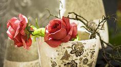 1920x1080 Wallpaper roses, vase, petals, dry
