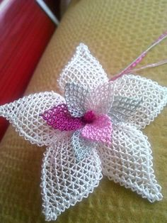 Needle Lace The moment Ifirst laid eyes on oya needlework was not as profound as one might imagine. Crochet Leaf Patterns, Crochet Doily Rug, Crochet Leaves, Crochet Flowers, Needle Lace, Bobbin Lace, Hobbies And Crafts, Diy And Crafts, Embroidery Stitches