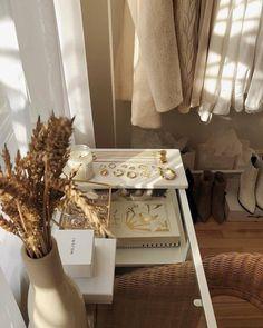 HOUSE TOUR: Et art deco-hjem som hedrer dets gamle Hollywood-arv My New Room, My Room, Photo Pour Instagram, Instagram Posts, Beige Aesthetic, Aesthetic Bedroom, Room Goals, Interior Decorating, Interior Design