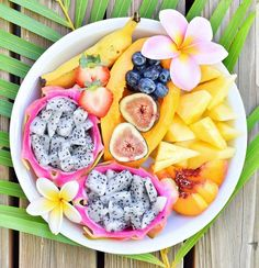photo by @prettyprettypineapple #vow#banana #dragonfruits