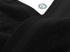 Couleur Vésuve.  Zoom Drap de Douche.  70x140 cm - 600gr/m2.    Moelleux, confortable, incroyablement absorbant, ce drap de douche haut de gamme issu de la collection de linge de bain Noir Vésuve deviendra vite la pièce indispensable à votre salle de bain, pour vous offrir un séchage parfait, confortable et tout en douceur.