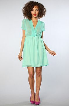 cute mint dress, just needs a belt!