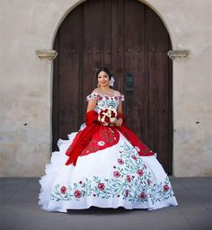 2018 New White And Red Vintage Quinceanera Dresses With Embroidery Beads Sweet 16 Prom Pageant Debutante Dress Party Gown QC 1116