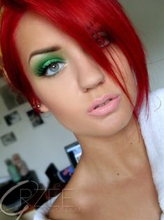 Green eyeshadow and red hair. I love everything about this. - Click image to find more hair beauty Pinterest pins