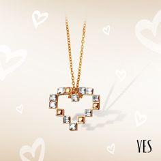 Pozłacany naszyjnik z białymi kryształkami Swarovskiego.   Cena: 139 PLN  http://www.yes.pl/51950-yes-love-collection-AB-S-000-ZLO-ANCL310