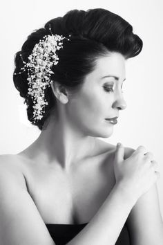 Vintage bridal hair with a necklace for an accessory