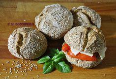 [Sesame mini bread] Scroll for english version Oggi avevo voglia di fare il pane! Questa volta ho provato con i panini, sono buoni da farcire ma anche più comodi da conservare. Se non mangiate pane...