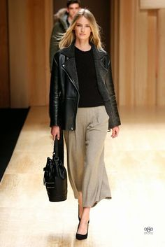 Discover the latest trends in Mango fashion, footwear and accessories. Shop the best outfits for this season at our online store. Mango Fashion, Work Fashion, High Fashion, Fashion Show, Womens Fashion, Fashion 2014, Fashion Moda, Moda Barcelona, October Fashion