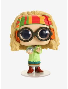 Sybill Trelawney has been turned into a super stylized Pop! Complete with her thick glasses and crystal ball, she is ready to join your Harry Potter Pop! Objet Harry Potter, Harry Potter Pop, Harry Potter Merchandise, Funko Harry Potter, Voldemort, Funko Pop Dolls, Funko Toys, Pop Figurine, Funko Figures