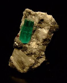 emerald crystals | Emerald crystal from Muzo, Colombia