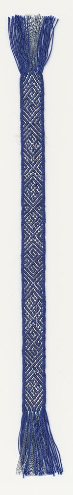 one of the few historic tablet woven pieces that has silver threads in the warp. The band is 0,7 cm wide. Marijke van Epen
