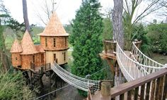 What child or adult would not like this in their backyard? Take a look at several exquisite tree homes here to put in your backyard!
