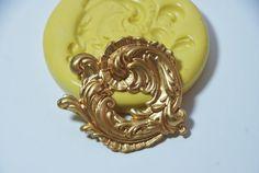 0189Ornate Round Scrollwork/Flourish Silicone by MasterMolds, $6.50
