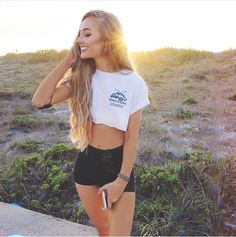 """•m a n s f i e l d• """"hey, I'm Aspen.. I'm a Wallflower. I'm pretty awkward and quiet.. Uh, I just turned 17."""" I mess with my hair, """"I'm single.. I guess come say hi.."""""""