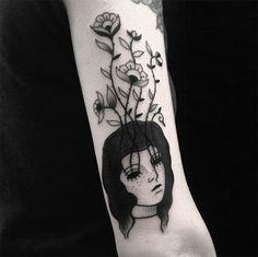 #tattoofriday- Muriel de Mai e suas tatuagens blackwork com tinta vegana de mulheres melancólicas e sombrias;