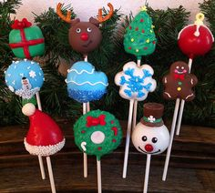 Christmas cake pops from Kim's Sweet Karma Christmas Cake Pops, Christmas Sweets, Christmas Goodies, Christmas Baking, Christmas Holidays, Xmas, Reindeer Christmas, Christmas Tree, Holiday Cakes