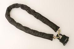 革で作った自転車用チェーンロックのカバーです。柔らかな革が自転車に傷が付くのを守ります。|ハンドメイド、手作り、手仕事品の通販・販売・購入ならCreema。