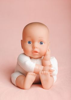 An excellent blog post by Tanya Shields regarding newborn safety training for photographers...