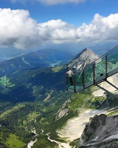 These are the most phenomenal viewpoints in Austria for everyone who is free from giddiness - I travel - These vantage points in Austria are really not for the faint of heart! But the panorama is absolute - Austria, Cool Places To Visit, Places To Go, Sky Walk, Hiking Spots, Need A Vacation, Life Is A Journey, Travel Goals, Travel With Kids