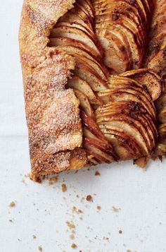 An elegant, easy, fall apple dessert recipe that feeds a crowd? Yes, please.