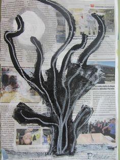 ÁRBOL DE LA NOCHE:papel de periodico pintado en negro blanco y plateado.