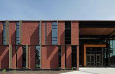 Gallery of Maier Hall / Schacht Aslani Architects - 16 Brick Facade, Brick Wall, Facade Pattern, Masonry Wall, Architecture Design, Architecture Colleges, Construction, Exterior, Gallery