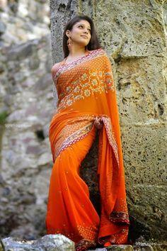 South Indian actress Nayanthara in saree picture gallery. Actress Nayanthara in saree photo, image, wallpaper. Best hd saree image of actress Nayanthara. Beautiful Bollywood Actress, Most Beautiful Indian Actress, Beautiful Actresses, Beautiful Heroine, Hot Actresses, Indian Actresses, Beautiful Women, Sonam Kapoor, Deepika Padukone