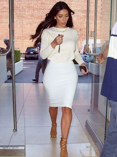 Still showing support: Kim, pictured today in Calabasas, has revealed that she no longer… - Kim Kardashian Estilo Kardashian, Khloe Kardashian, Robert Kardashian, Kim Kardashian White Dress, Kardashian Fashion, Kim K Style, Cool Style, My Style, Street Style Trends