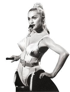 """Madonna indossa Jean Paul Gaultier """"È sufficiente tornare indietro agli anni in cui Jean Paul Gaultier creò per Madonna l'iconico corpetto con prominenti coppe a forma di cono, per capire che facendo vivere di vita propria un indumento nato in origine come sostegno, questo possa agevolmente diventare un capo cardine dalla fortissima potenza visiva."""""""