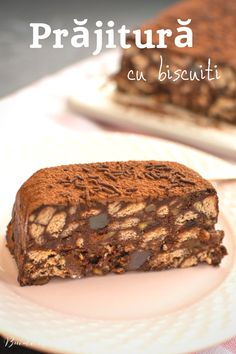 Rețeta simplă și rapidă de prăjitură cu biscuiți și cacao, fără coacere. O rețetă asemănătoare cu salamul de biscuiți, dar în altă prezentare. Fudge, Pesto, Brownies, Deserts, Food And Drink, Cooking Recipes, Lidl, Vegan, Biscuit