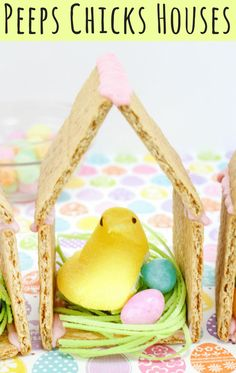 Peeps chicks houses are a fun no bake Easter treat perfect for the kids this Spring season. Made using Peeps Chicks, graham crackers, egg candies, and edible grass, this cute Easter recipe is perfect to make with the little ones. Easter Snacks, Easter Peeps, Easter Treats, Easter Recipes, Easter Food, Easter Dinner, Easter Brunch, Easter Party, Easter Table