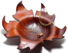 Leather Leaf, Leather Box, Leather Tooling, Cowhide Leather, Leather Diy Crafts, Leather Projects, Leather Working Patterns, Leaf Bowls, Jewelry Dish