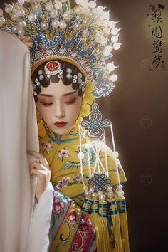 Chinese Dance, Chinese Art, Chinese Opera Mask, Anime Kimono, Oriental Fashion, China, Chinese Culture, Fashion Books, Asian Art