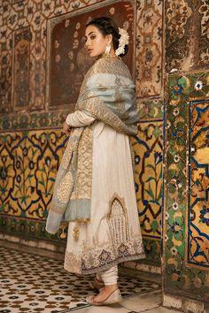 Pakistani Bridal Dresses, Pakistani Dress Design, Indian Gowns Dresses, Indian Outfits, Fancy Dress Design, Bridal Lehenga Collection, Bride Suit, Embroidery Suits Design, Marriage Dress