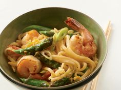 Shrimp and Asparagus Stir-Fry with Rice Noodles http://www.prevention.com/food/healthy-recipes/31-healing-recipes-you-cant-live-without/slide/18