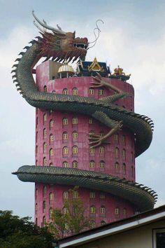 The mysterious Wat Samphran temple in Bangkok,Thailand Apreciar a vida em todas as suas manifestações é um gesto de prazer e respeito a própria vida em tudo e em todos... Anndreya Sholiverks  2014