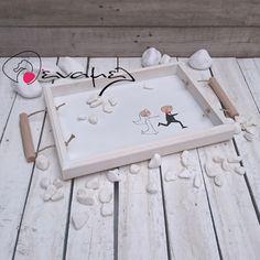 Χειροποίητος ξύλινος δίσκος σερβιρίσματος φτιαγμένος στο χέρι με δυνατότητα να γραφούν τα ονόματα σας επάνω, τα μονογράμματα σας ή/και η ημερομηνία του γάμου σας. (Έξτρα χρέωση ) Ρωτήστε μας !!!  Διαστάσεις 40Χ30 εκ