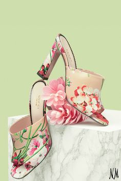 This Gucci floral mule is the must-have shoe for Spring. Pair with a white off-the-shoulder dress and a coordinating clutch. Miu Miu, Jimmy Choo, Fashion Shoes, Fashion Accessories, Casual Fashion Trends, Shoe Boots, Shoes Heels, Gucci Floral, Pamela