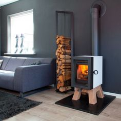 Modern Interior Design with Swedish Modern Wood Burning Stoves, Stainless Steel Finish, Stainless Steel Finish, and Gray Upholstered Sleeper Sofa, 9 designs in Swedish Wood Stove gallery Stove Fireplace, Fireplace Design, Modern Wood Burning Stoves, Wood Stoves, Cottage Extension, Freestanding Fireplace, Log Burner, Foyers, Modern Interior Design