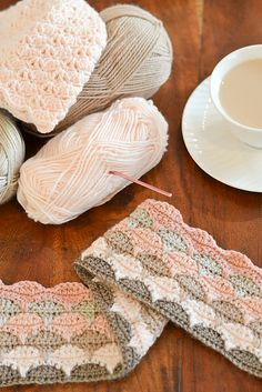 DownGrapevineLane's gorgeous version of the Clamshell Blanket. Free pattern by Cherry Heart.