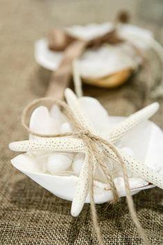 μπομπονιερα αχιβαδα γεματη με κουφετα και καπακι απο φυσικο λευκο αστερια